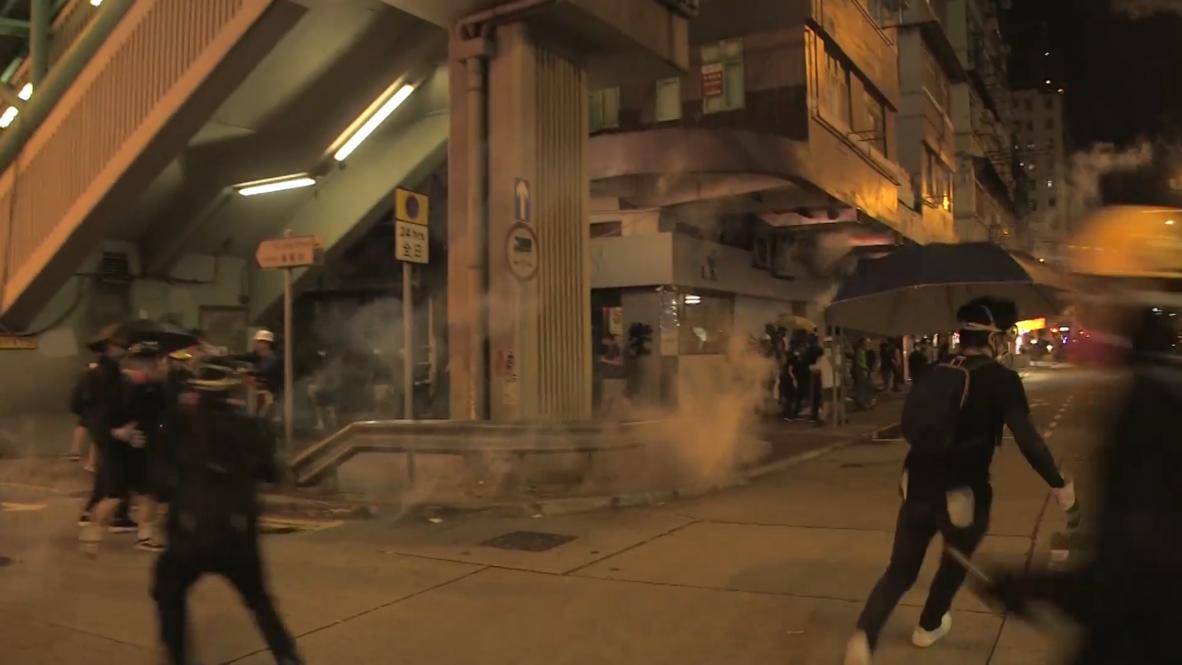 Hong Kong: Policía lanza gases lacrimógenos a manifestantes tras protesta antigubernamental