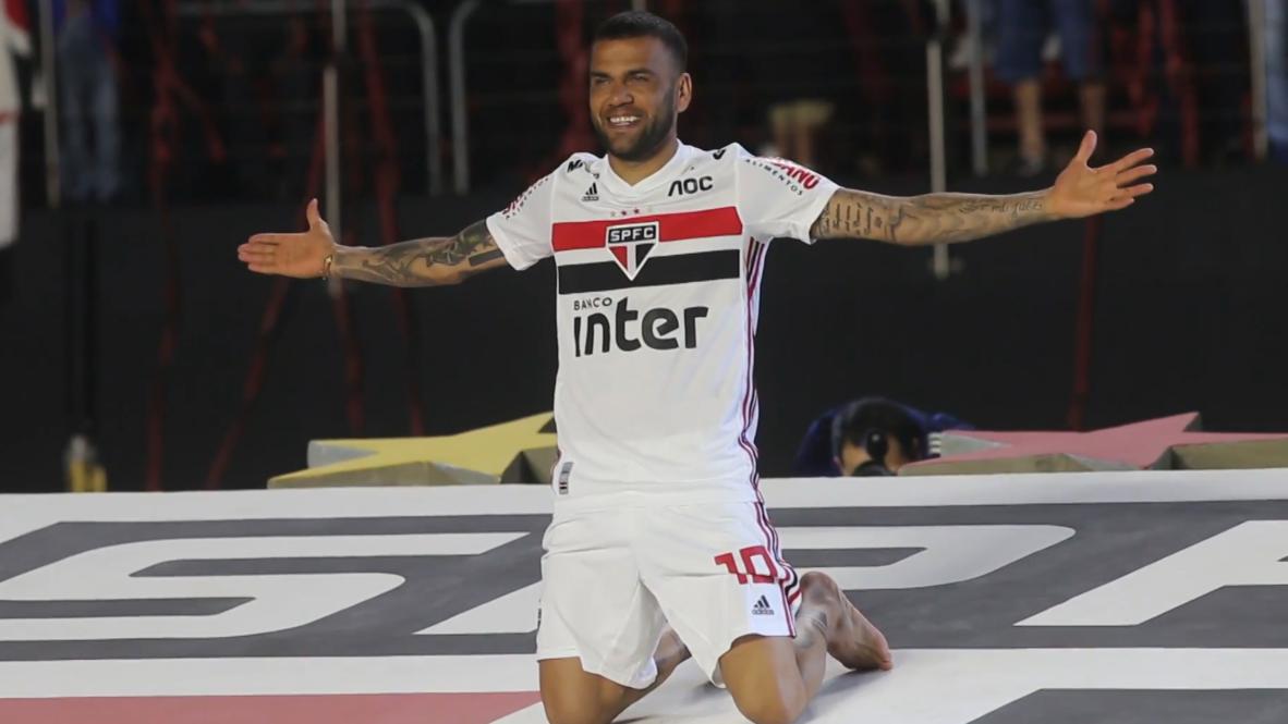 Brazil: 45,000 Sao Paulo fans give new signing Dani Alves rapturous reception