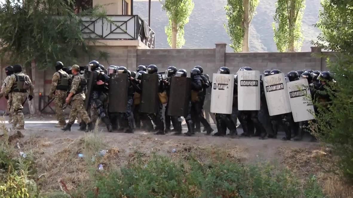 Kirguistán: Imágenes del momento en que la policía allana la casa del expresidente Atambayev