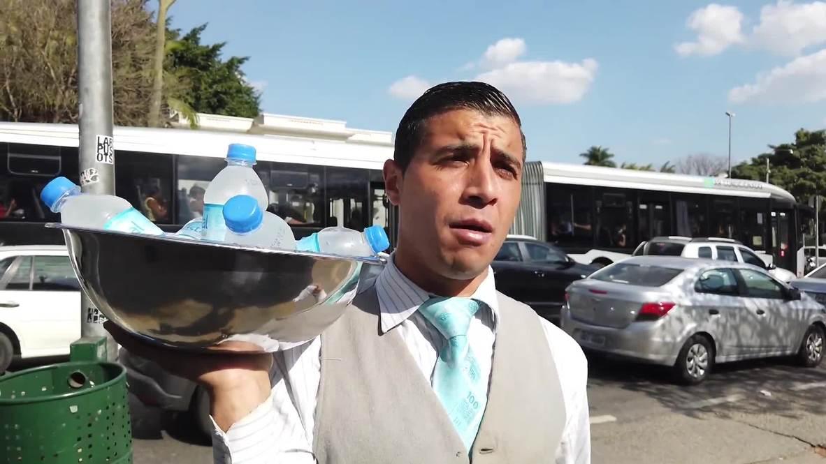 ¡Vende con estilo! Conoce a este vendedor callejero brasileño que viste como un dandy