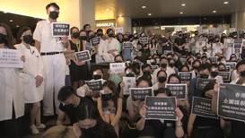 Hong Kong: Protestas del personal sanitario en contra de la brutalidad policial