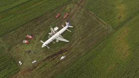 Россия: Кадры с дрона места жёсткой посадки самолёта в поле в Жуковском