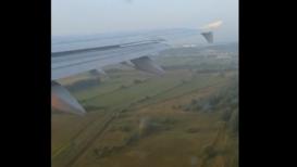 Россия: Начало аварийной посадки на кадрах из салона самолёта A321