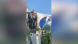 """Россия: """"Вдоль рядов кукурузы!"""" Кадры эвакуации после посадки на поле в Жуковском"""