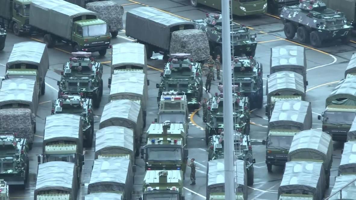 China: Soldados y vehículos militares permanecen estacionados a solo ocho kilómetros de Hong Kong