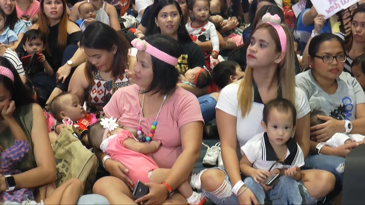 Miles de madres filipinas participan en un evento de lactancia simultánea