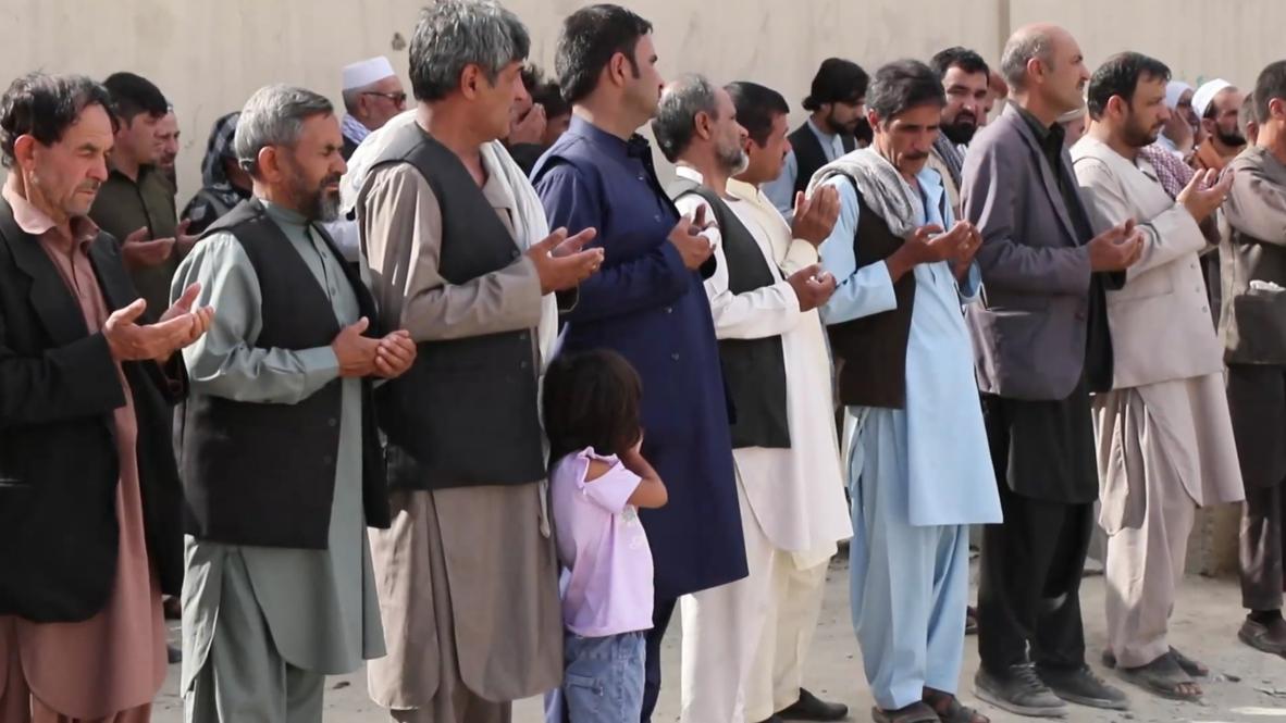Afganistán: Comienzan funerales de las víctimas de atentado suicida en salón de bodas
