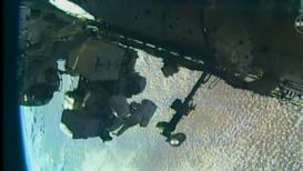 EEI: Astronautas hacen una caminata espacial para instalar Adaptador de Acoplamiento Internacional
