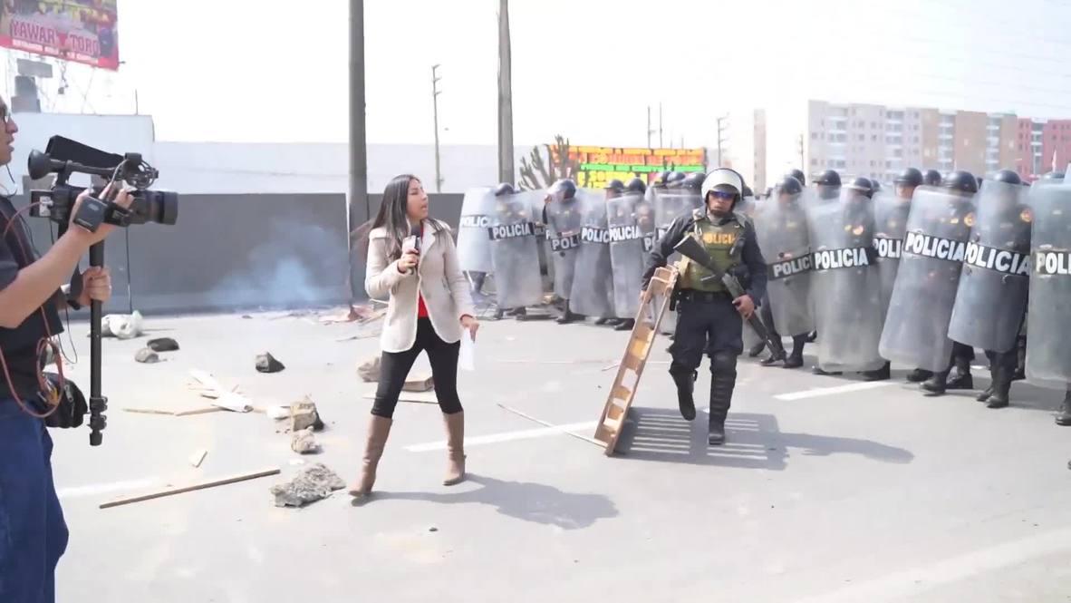 Perú: Policía dispara gas lacrimógeno a manifestantes que bloquean autopistas protestando contra peajes