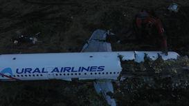Россия: Экстренно севший на поле Airbus А321 начали разбирать. Кадры с дрона