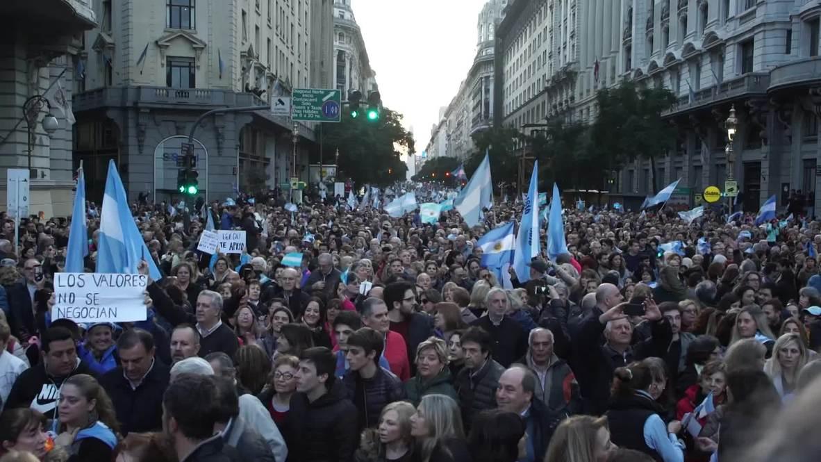 Argentina: Miles toman las calles de Buenos Aires para expresar su apoyo al Presidente Macri