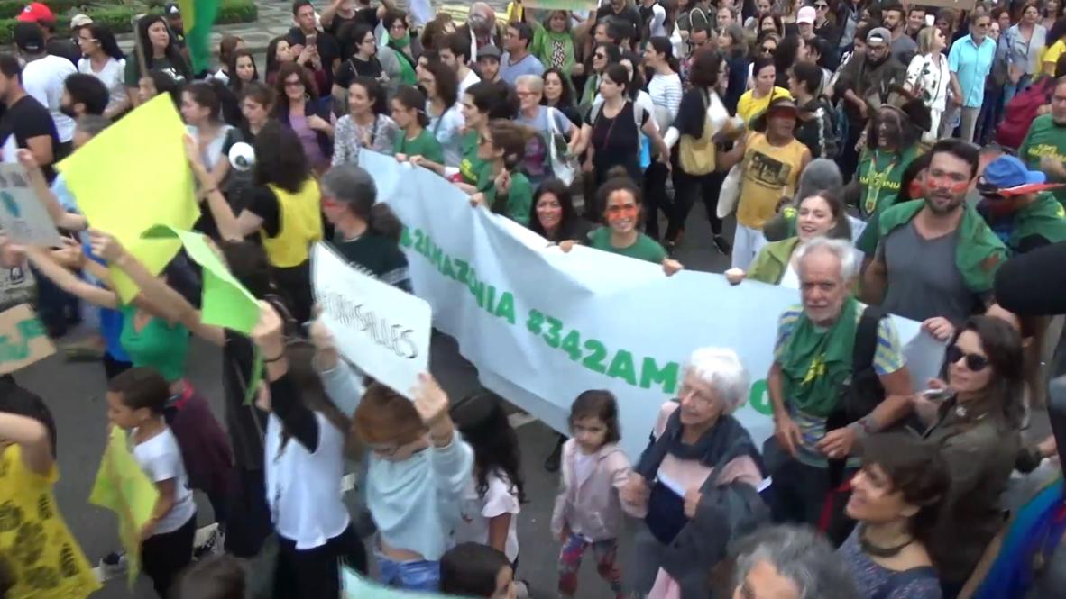 Brasil: Manifestantes denuncian en Río la política ambiental de Bolsonaro mientras la Amazonia arde