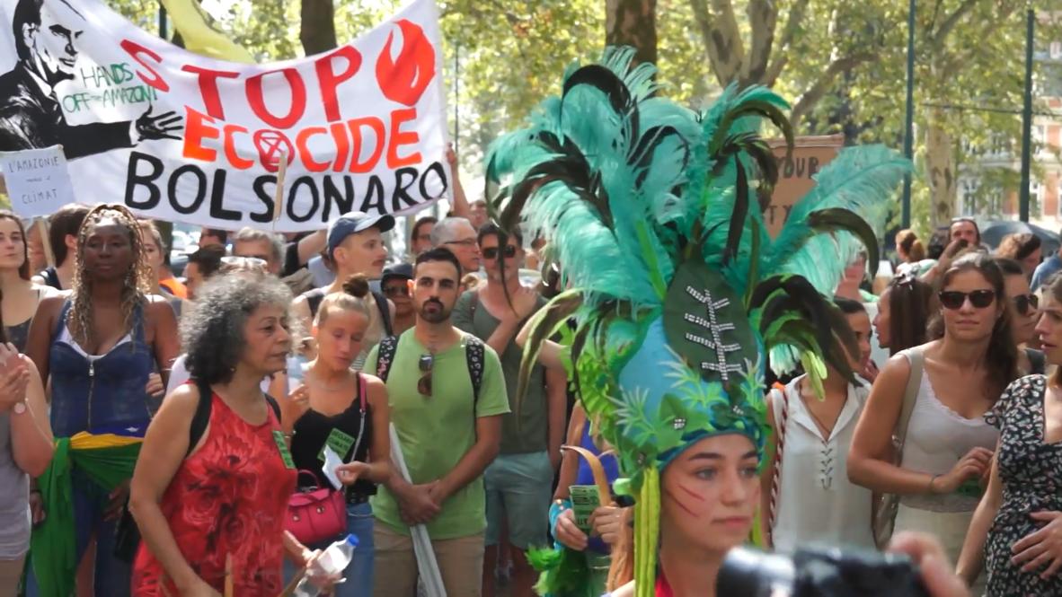 Bélgica: Protesta por la selva amazónica frente a la embajada de Brasil