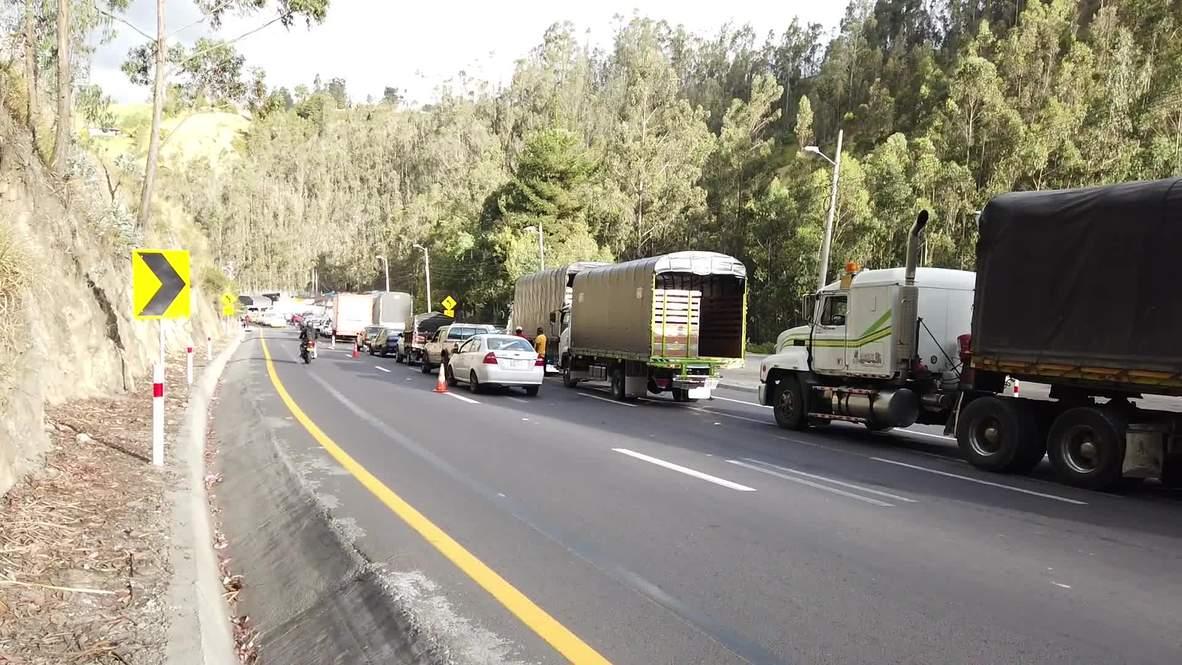 Ecuador: Venezuelan migrants block border bridge in protest over new visa rules