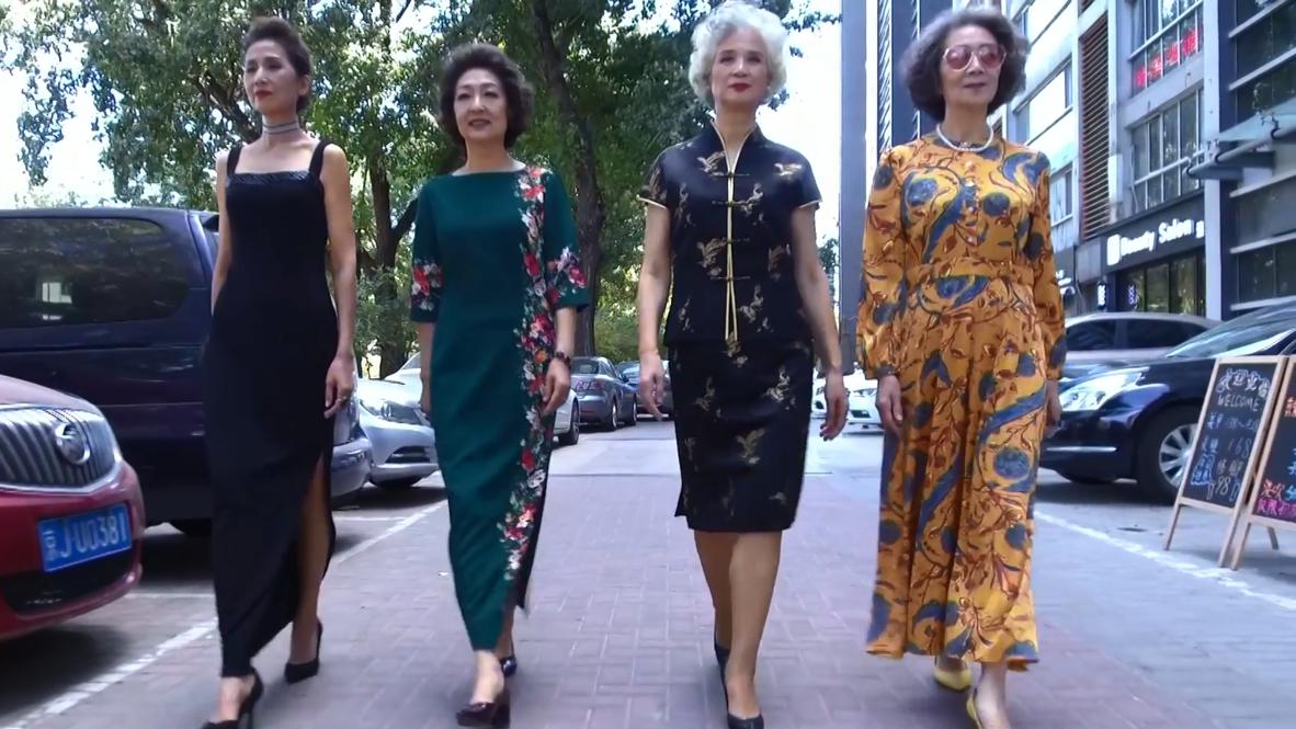 China: Glamorosas abuelas transforman las calles de Pekín en su propia pasarela