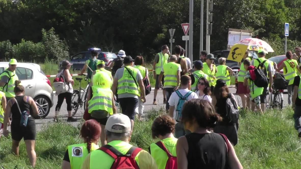Francia/Suiza: 'Chalecos amarillos' marchan a través de la frontera para denunciar violencia policial