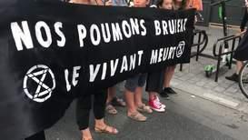 Francia: Grupo 'Extinction Rebellion' marcha en París protestando por los incendios en la Amazonía