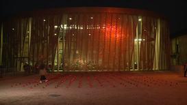 Россия: Во дворе школы №1 в Беслане зажгли свечи в память о погибших в теракте 15 лет назад