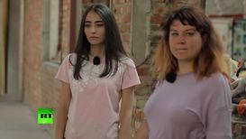 Россия: Жертвы теракта в Беслане рассказали, каково это - жить, стараясь справиться с той болью