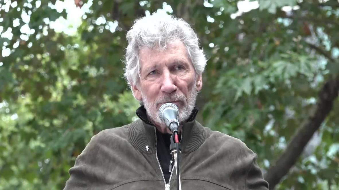 Reino Unido: Roger Waters da un pequeño concierto en manifestación a favor de Julian Assange