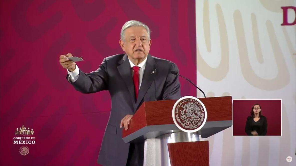 México: López Obrador muestra la cámara espía encontrada en el Palacio Nacional
