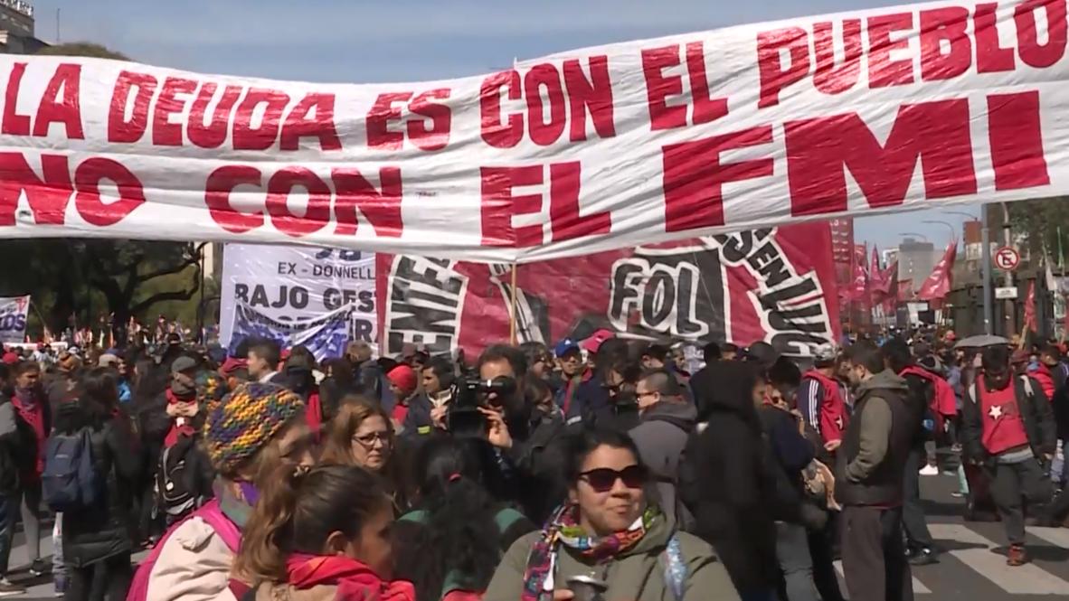 Argentina: Miles de personas protestan contra las políticas económicas del Gobierno