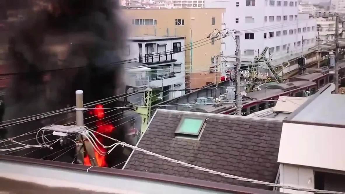 Japón: Un tren descarrila después de chocar contra un camión causando decenas de heridos