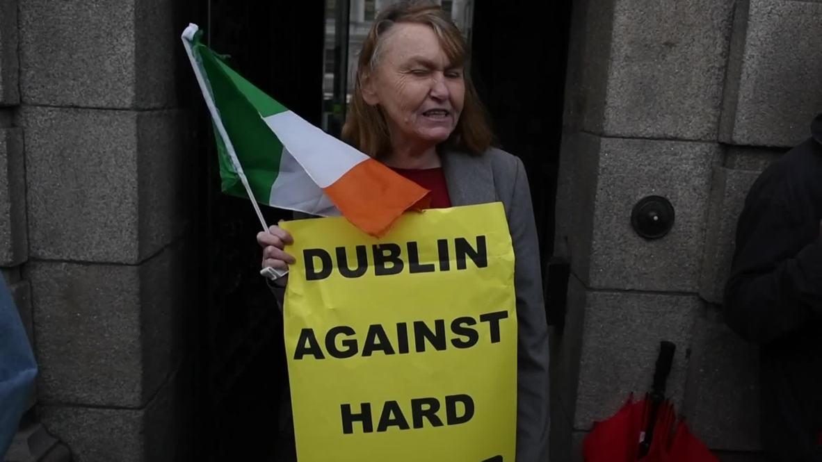 Ireland: 'No border, No Brexit' - Dubliners protest Boris Johnson visit