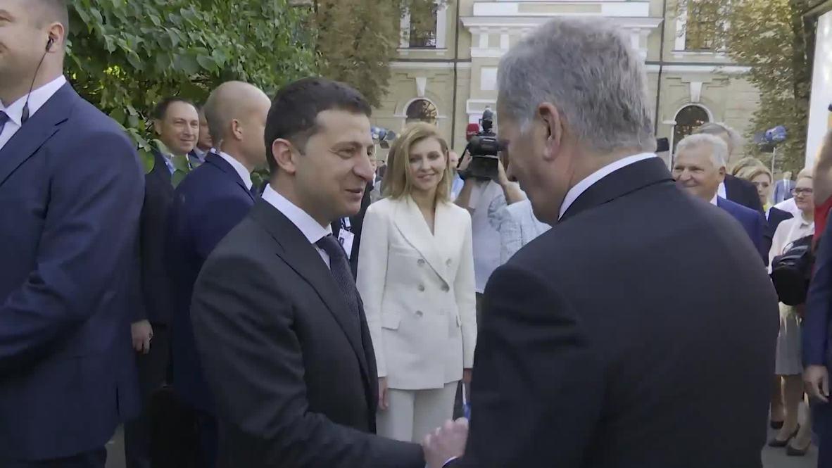 """Украина: """"Будем бороться, чтобы вернуть Крым и не только словами"""" - Зеленский на форуме"""