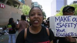 Sudáfrica: Cientos de mujeres protestan contra la violencia de género