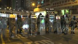 Hong Kong: Policía lanza gas lacrimógeno a los manifestantes