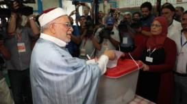 Tunisia: Frontrunner Abdelfattah Mourou casts ballot in presidential election