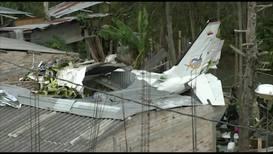 Colombia: Siete muertos al estrellarse una avioneta contra una zona residencial *FUERTES IMÁGENES*