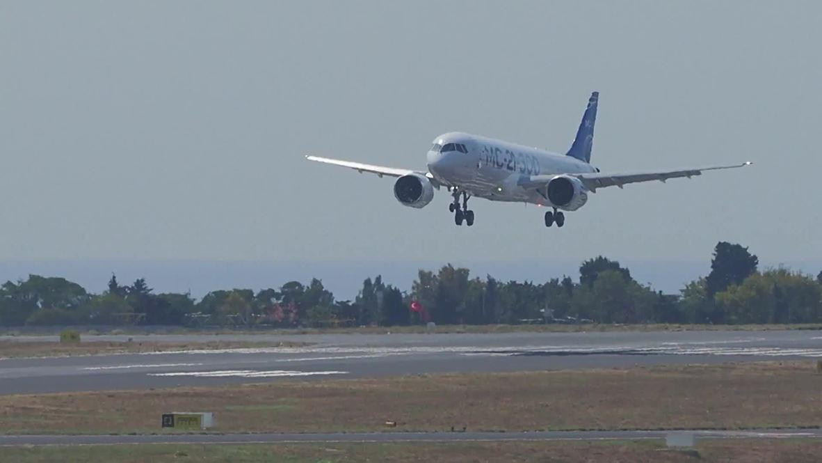 Турция: Во всей красе! Новейший российский самолёт МС-21-300 приземлился в Стамбуле