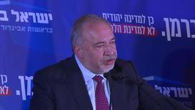 Israel: 'Kingmaker' Lieberman calls for unity government