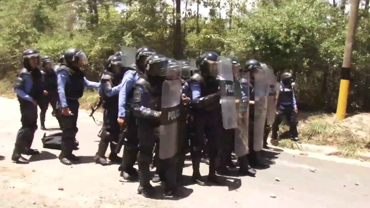 Honduras: Environmental activists confront police over construction project