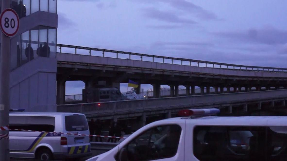 Украина: Мужчина, угрожавший взорвать мост в Киеве, сдался правоохранителям