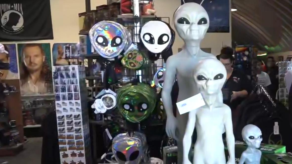 """EE.UU.: """"Queremos que se sientan bienvenidos""""- visitante al evento 'Asalto al Área 51'"""