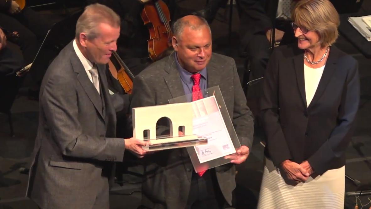 Alemania: Chileno Rodrigo Mundaca recibe Premio de DD.HH. de Nuremberg por su defensa del agua