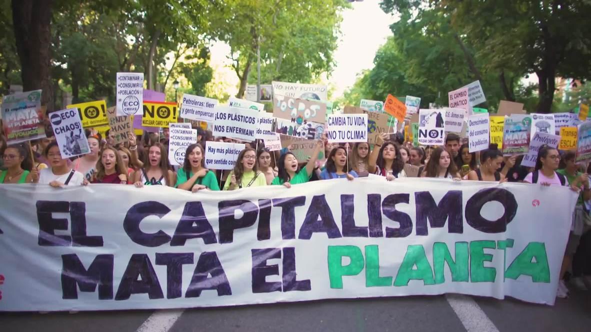 España: Miles de personas se unen a la huelga climática global en Madrid