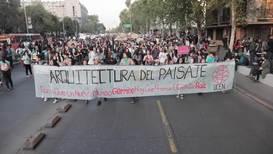 Chile: Miles de personas participan en las protestas por el clima desde Santiago