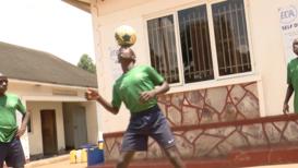 В диких условиях. Футбольная академия в Уганде взращивает молодые таланты