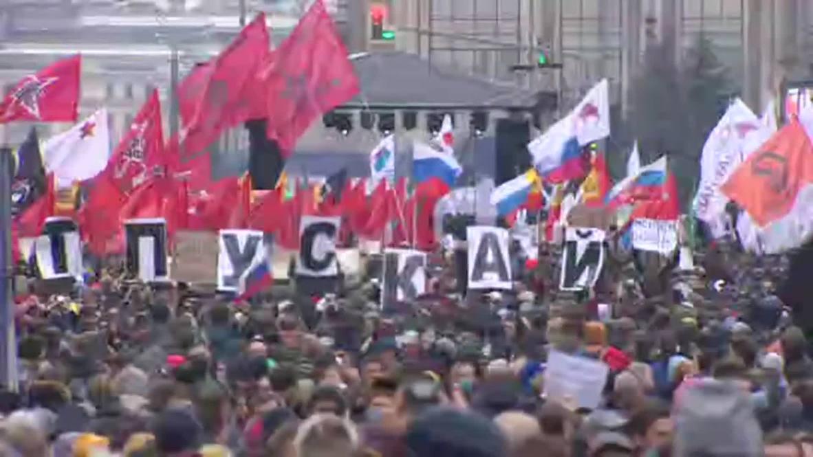 Россия: Тысячи вышли на согласованный митинг в поддержку политзаключенных на проспекте Сахарова в Москве