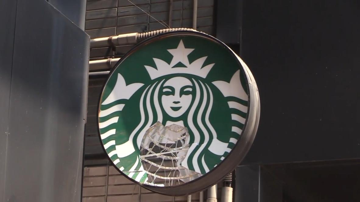 Гонконг: Сеть кофеен Starbucks стала мишенью для протестующих