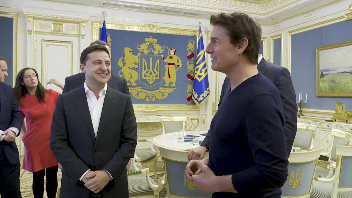 """Украина: """"Вы прекрасны. Как в кино"""". Зеленский встретился с Томом Крузом"""