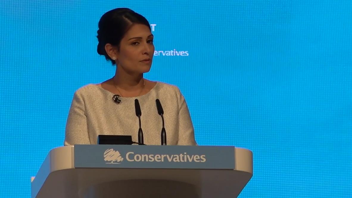 Reino Unido: Gran Bretaña introducirá un sistema de inmigración por puntos - Ministra del Interior
