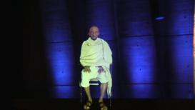 Francia: Un holograma de Gandhi a tamaño real participa en un evento de la UNESCO en París