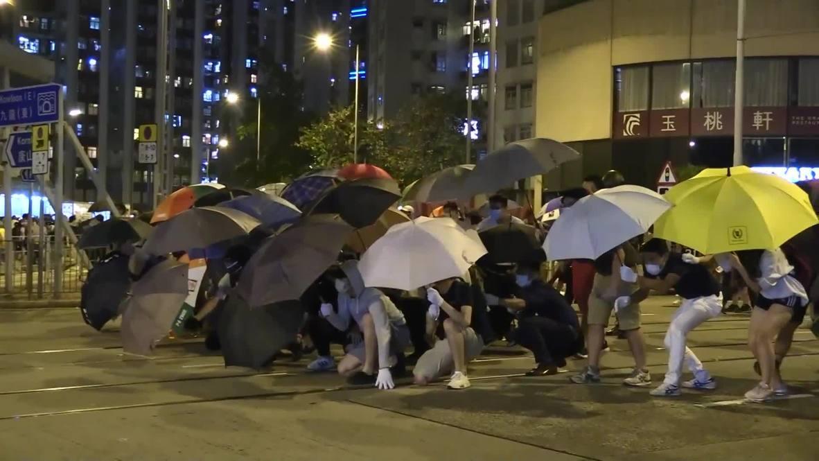 Hong Kong: Manifestantes piden justicia para joven herido durante protestas y se enfrentan a la policía