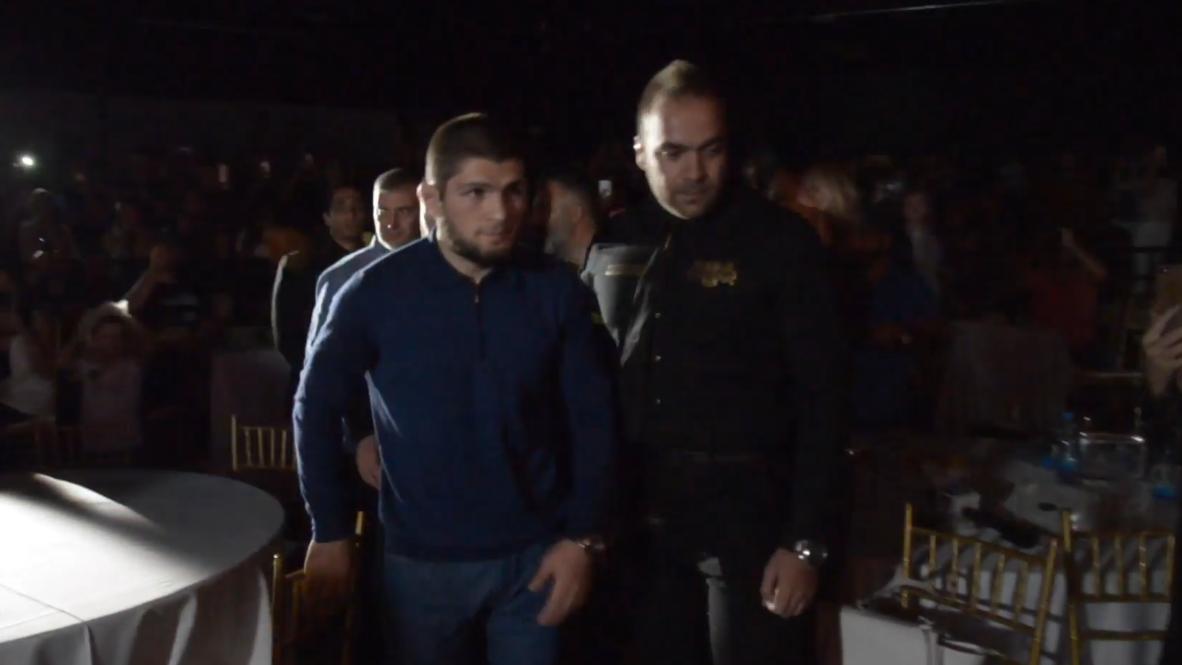 """Chipre: Campeón de peso ligero de UFC Khabib Nurmagomédov asiste a """"La batalla de Chipre"""""""
