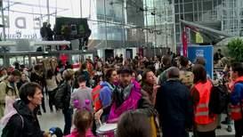 Francia: Activistas ambientales ocupan un centro comercial de París